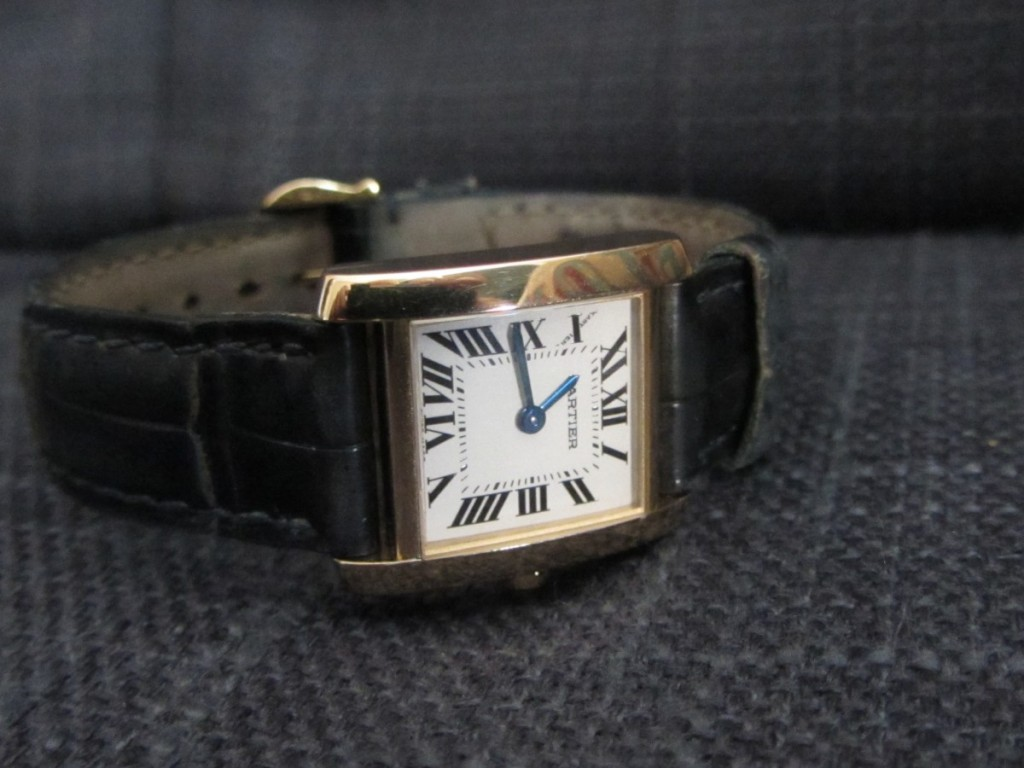 The Ladies 18k Cartier Tank Solo ref: 2385